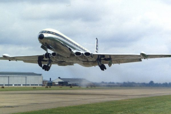 https://herkesicinhavacilik.com/wp-content/uploads/2021/01/De-Havilland-Comet.-600x400.jpg